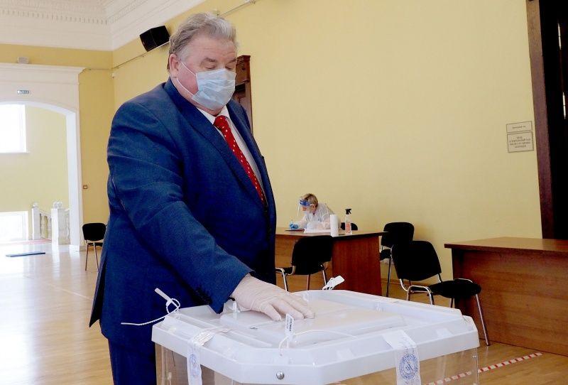Глава Мордовии Владимир Волков проголосовал по поправкам в Конституцию РФ