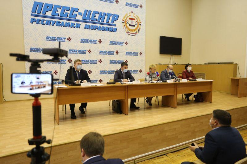 В Пресс-центре Мордовии обсудили вопросы обязательной вакцинации и введения QR-кодов
